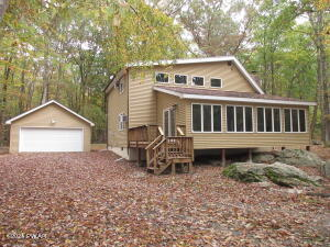 816 Woodland Ct, Lords Valley, PA 18428