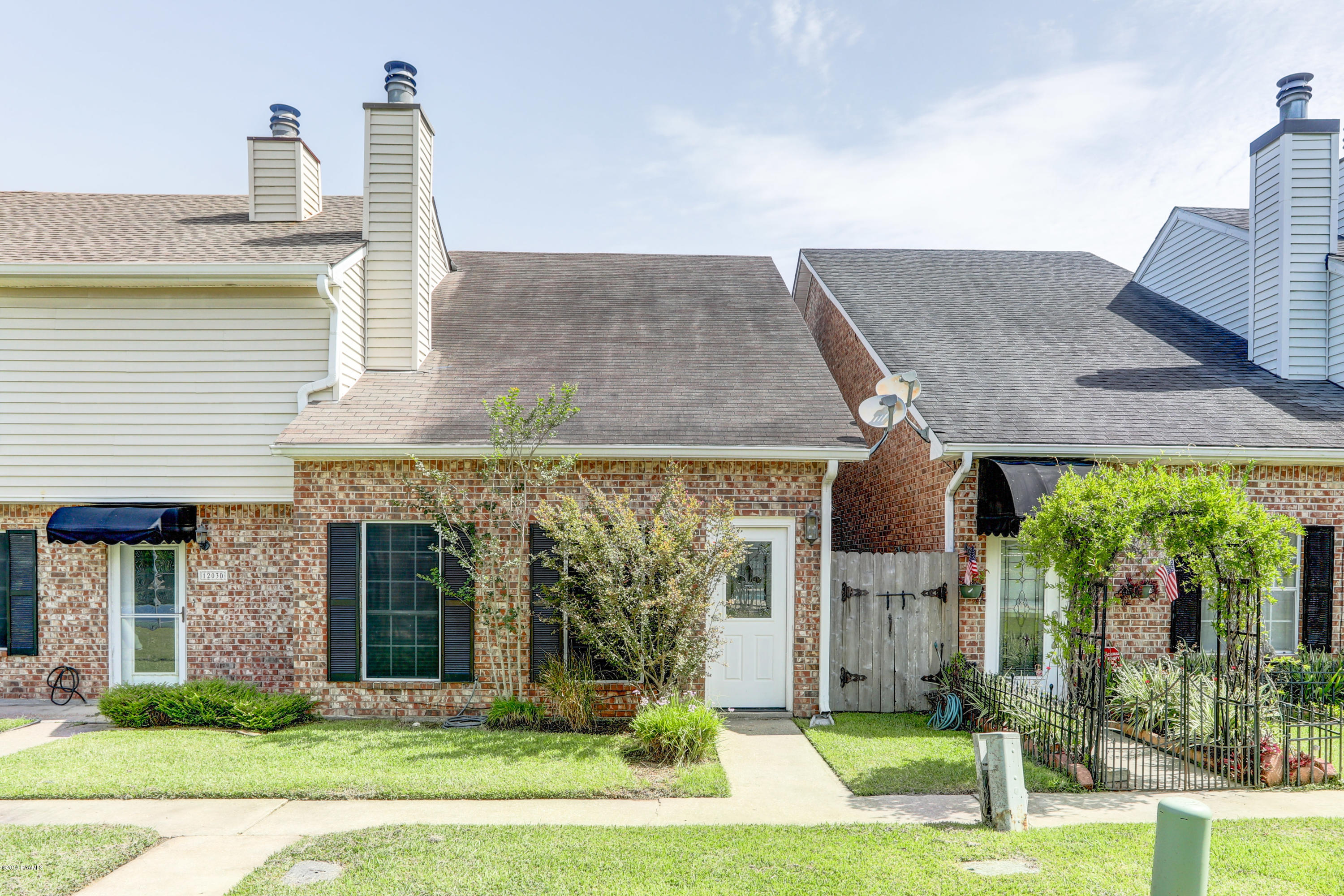 1203 Carriage Light Loop, Youngsville, LA 70592