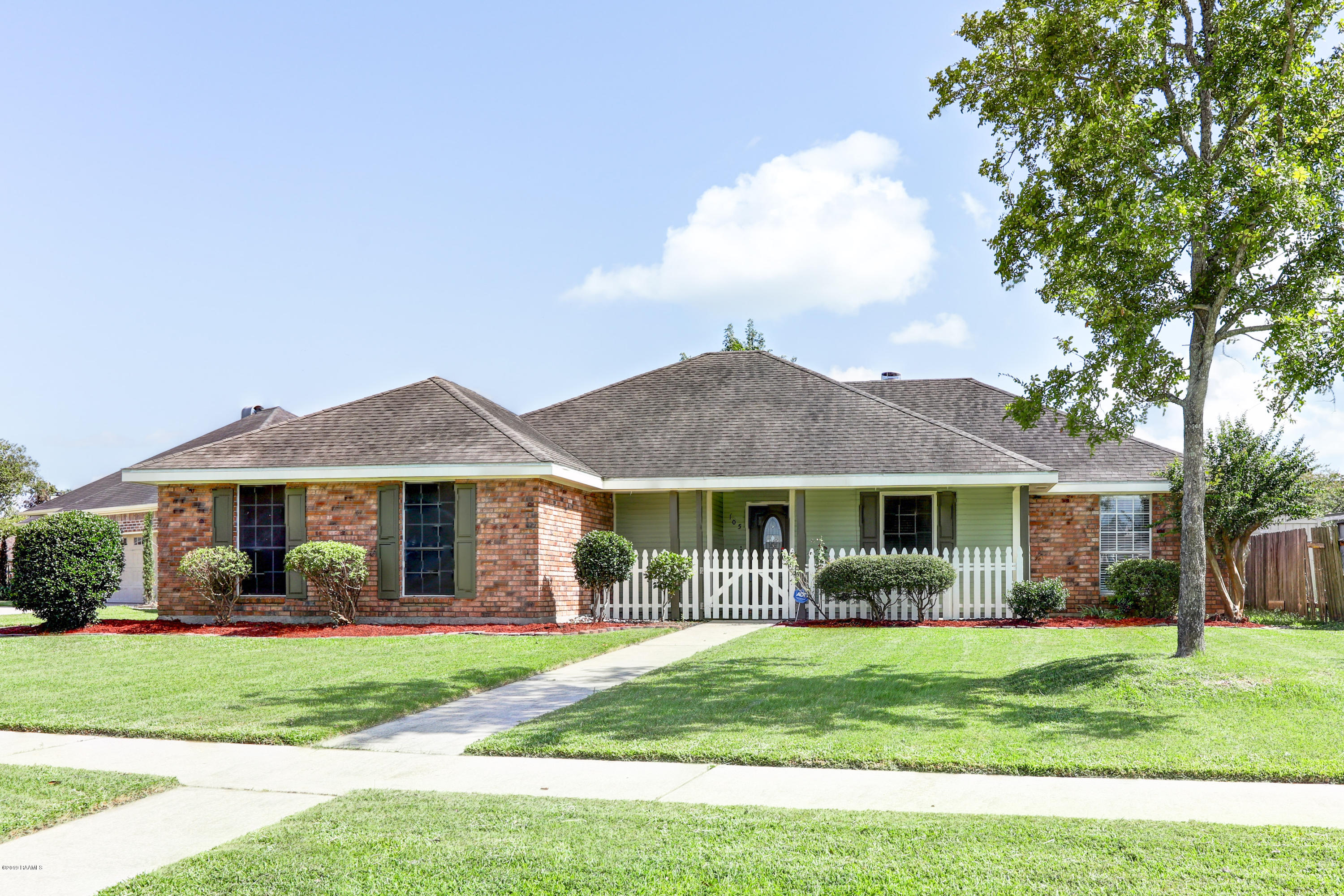 105 Greenwich Place, Youngsville, LA 70592