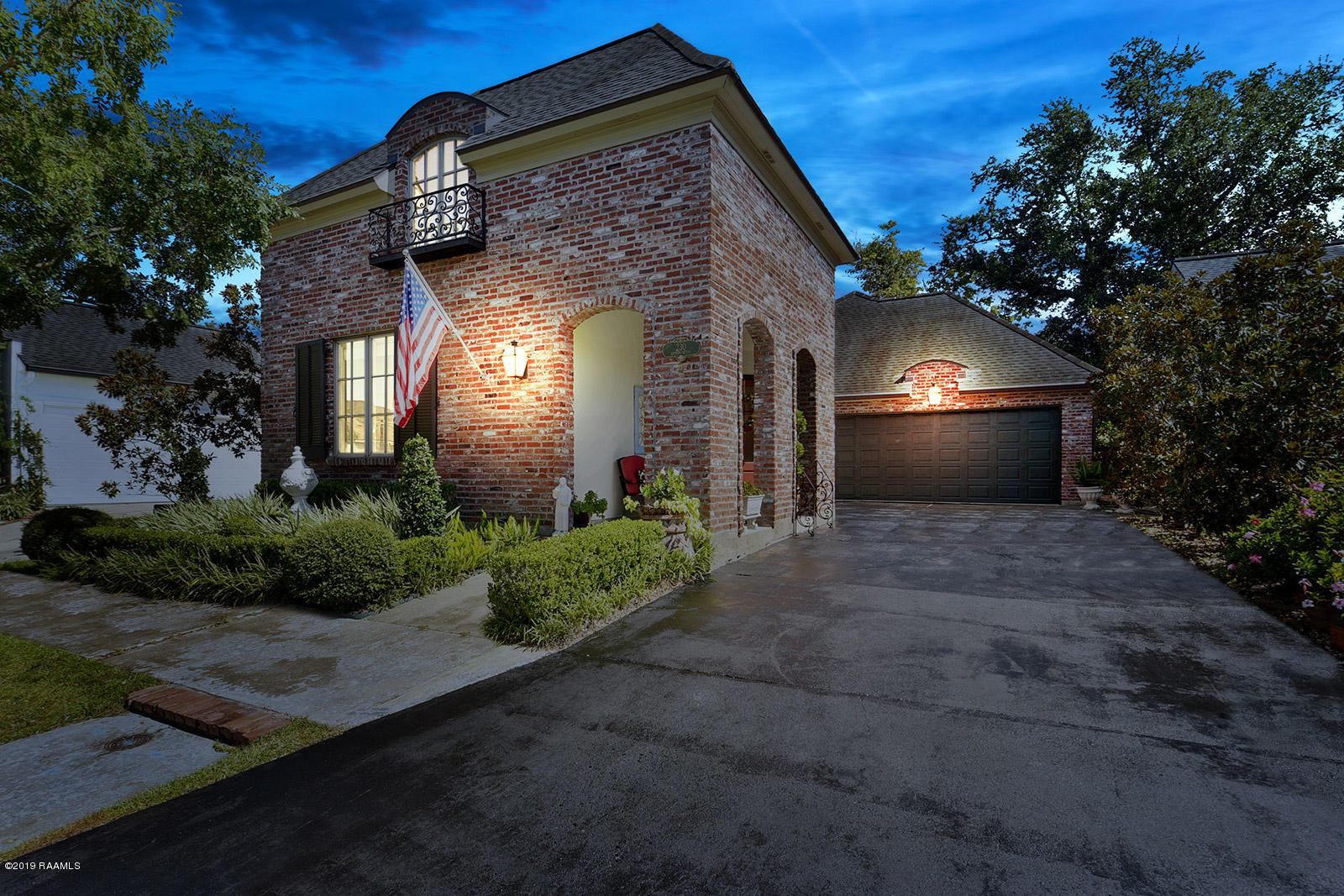 230 Annunciation Street, Lafayette, LA 70508
