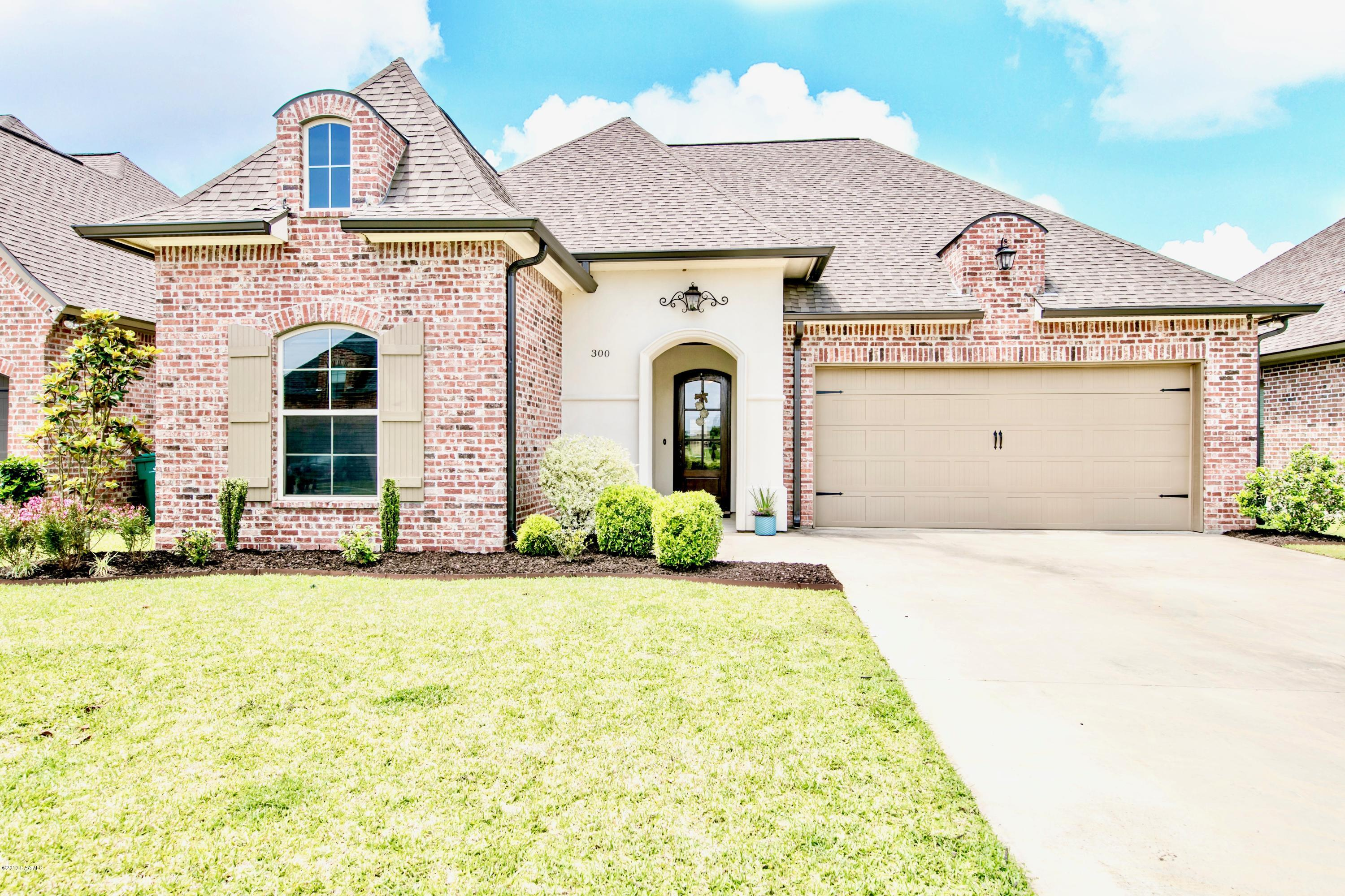 300 Cypress View Drive, Youngsville, LA 70592