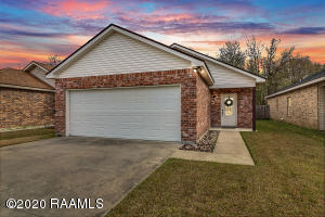 Very Well maintained home conveniently located in the Heart of Carencro and So close to all the parks, eats, gyms and all the new developments of Carencro! Large rooms, and fenced in yard and ready for you to call HOME today!
