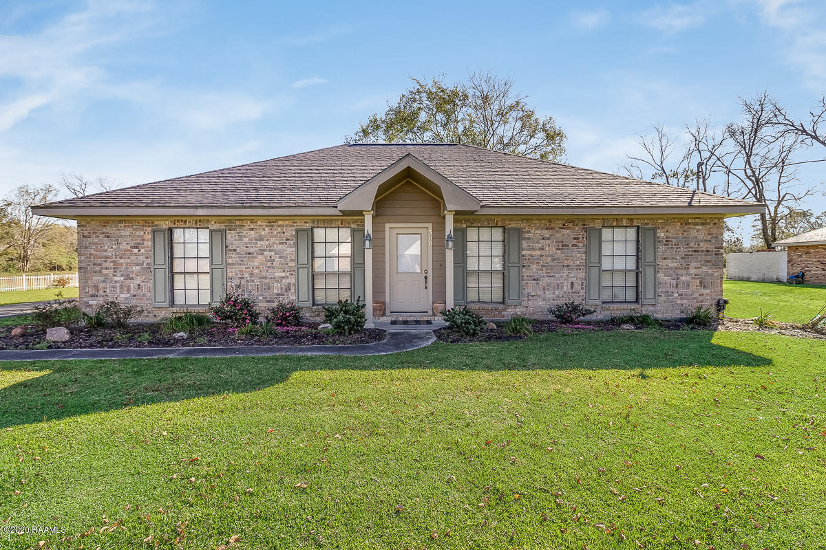 300 Bergeron Loop, Carencro, LA 70520