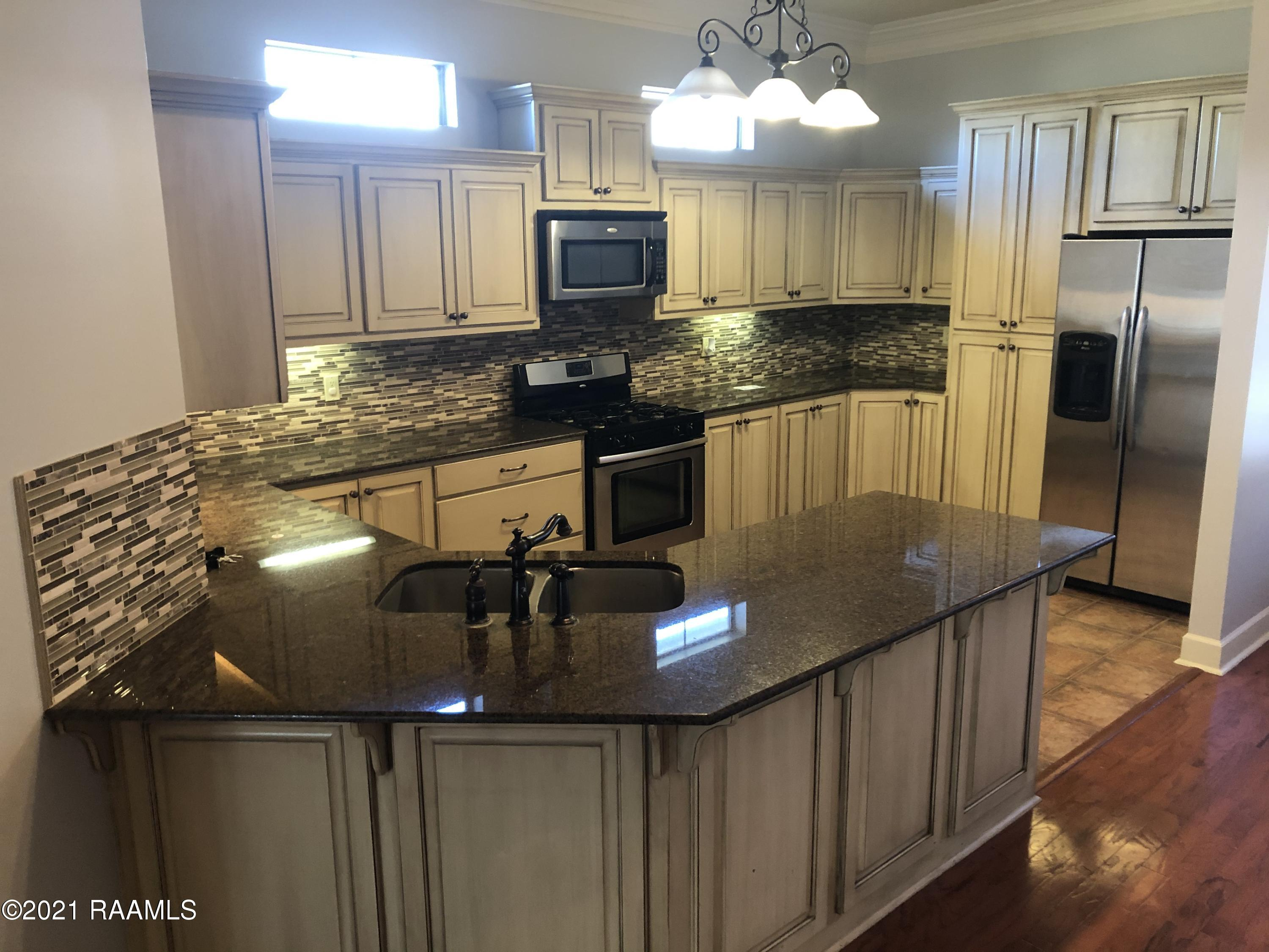 109 Lighthouse Point Circle, Youngsville, LA 70592 Photo #3