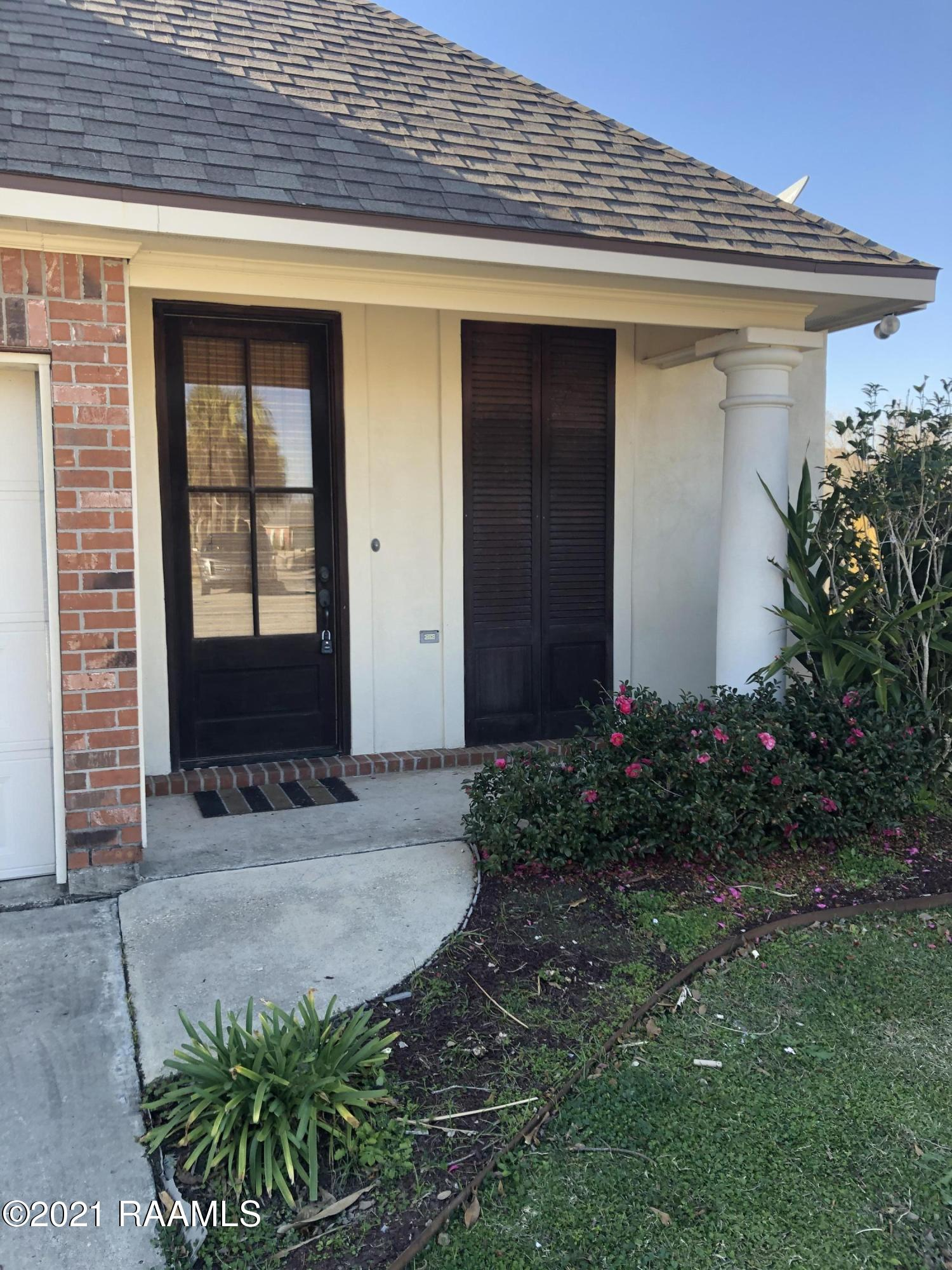 109 Lighthouse Point Circle, Youngsville, LA 70592 Photo #2