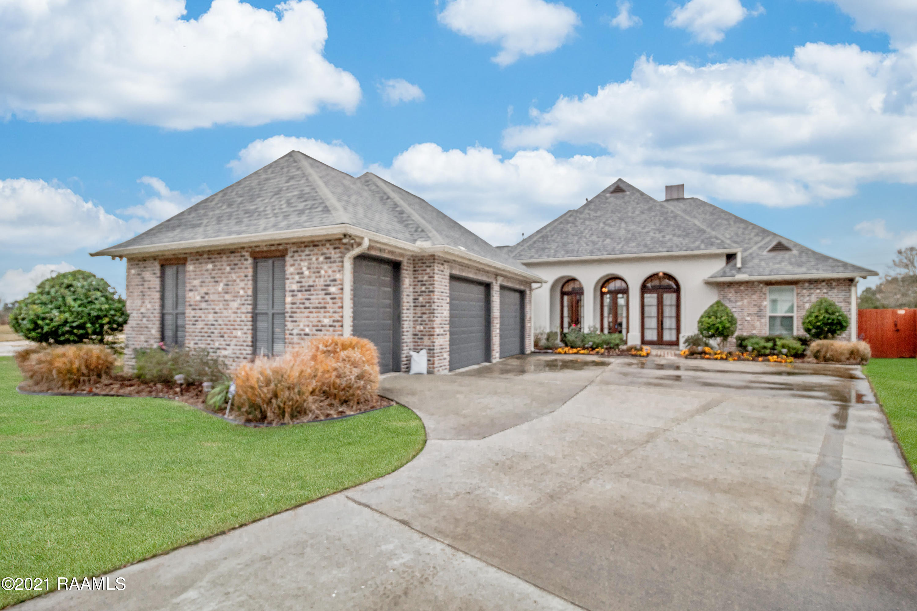 128 Carriage Lakes Drive, Youngsville, LA 70592 Photo #1