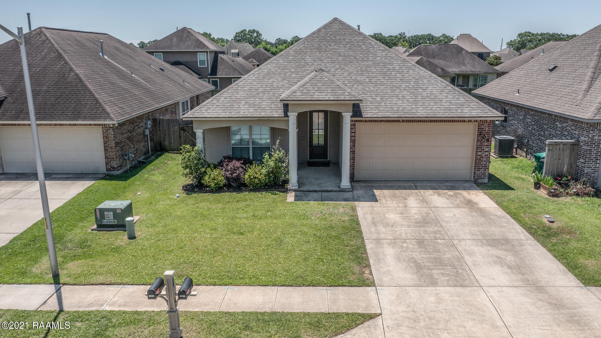 204 Forest Grove Drive, Youngsville, LA 70592