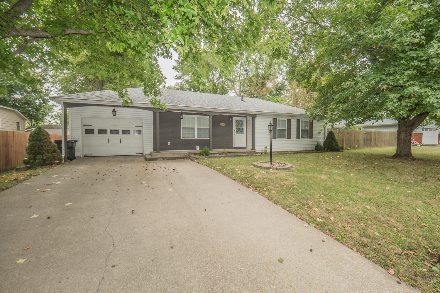 1507 Hulen Dr Moberly MO 65270-large-001