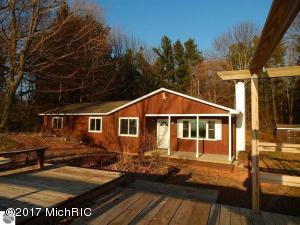 13694 Lakeview Road, Bear Lake, MI 49614