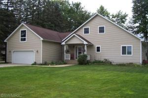 8563 Lynwood Lane, Mecosta, MI 49332