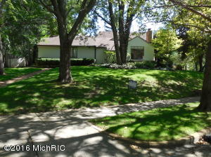 208 Pioneer Club Road, East Grand Rapids, MI 49506
