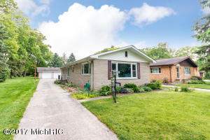 23513 South Shore Drive, Edwardsburg, MI 49112