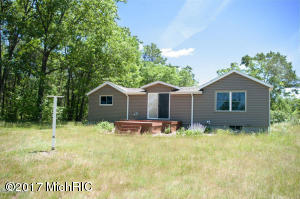 512 S Silver Drive, White Cloud, MI 49349