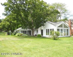 9856 W Gull Lake Drive, Richland, MI 49083