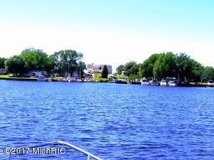 846 S Lakeshore, Ludington, MI 49431