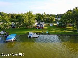 863 Hess Lake Drive, Grant, MI 49327