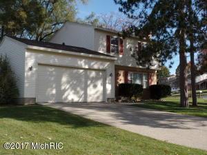 1025 Springwood Drive SE, Kentwood, MI 49508
