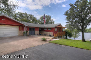 1250 W Ridgeview, Newaygo, MI 49337