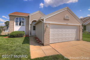 4572 Country Hill Drive, Kentwood, MI 49512