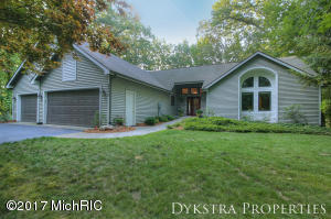 8440 Winter Forest Drive, Rockford, MI 49341