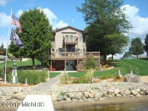 Welcome to 13678 Monte Carlo nestled on 400 Acre Lake Diane .