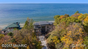 17583 North Shore Estates Road, Ferrysburg, MI 49409