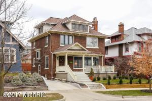 546 Morris Avenue SE, Grand Rapids, MI 49503