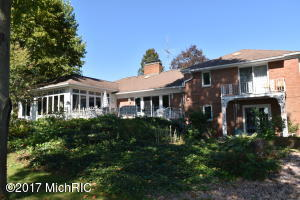 422 Poplar Avenue, Colon, MI 49040