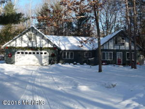 This chalet is picture perfect in the wintertime. The design has charm, the space is incredible, and the price is so very right.