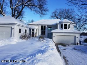420 W Crooked Lake Drive, Kalamazoo, MI 49009