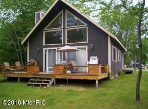 11085 Southlawn Drive, Canadian Lakes, MI 49346