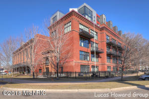 600 Broadway Avenue NW, 222, Grand Rapids, MI 49504