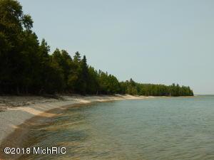 1000 Cedar Cove, Garden, MI 49835