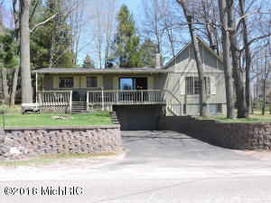 11136 E Royal Road, Canadian Lakes, MI 49346