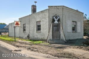 9490 Main Street, Howard City, MI 49329