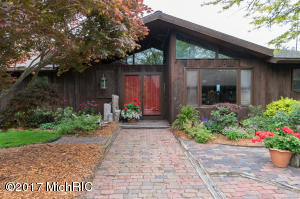 5280 Pine Lane Path, Stevensville, MI 49127