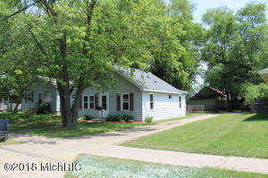 This 3 bedroom, 1 bath home has been recently updated and is in move in condition.  It features new paint, new tile , and aluminum window wrap.The home has a huge backyard which is fantastic for entertaining.Dishwasher and Stove to stay with home