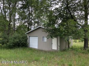3761 E Kings Highway, Luther, MI 49656