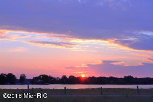 7889 Sunset Shores Drive, Canadian Lakes, MI 49346