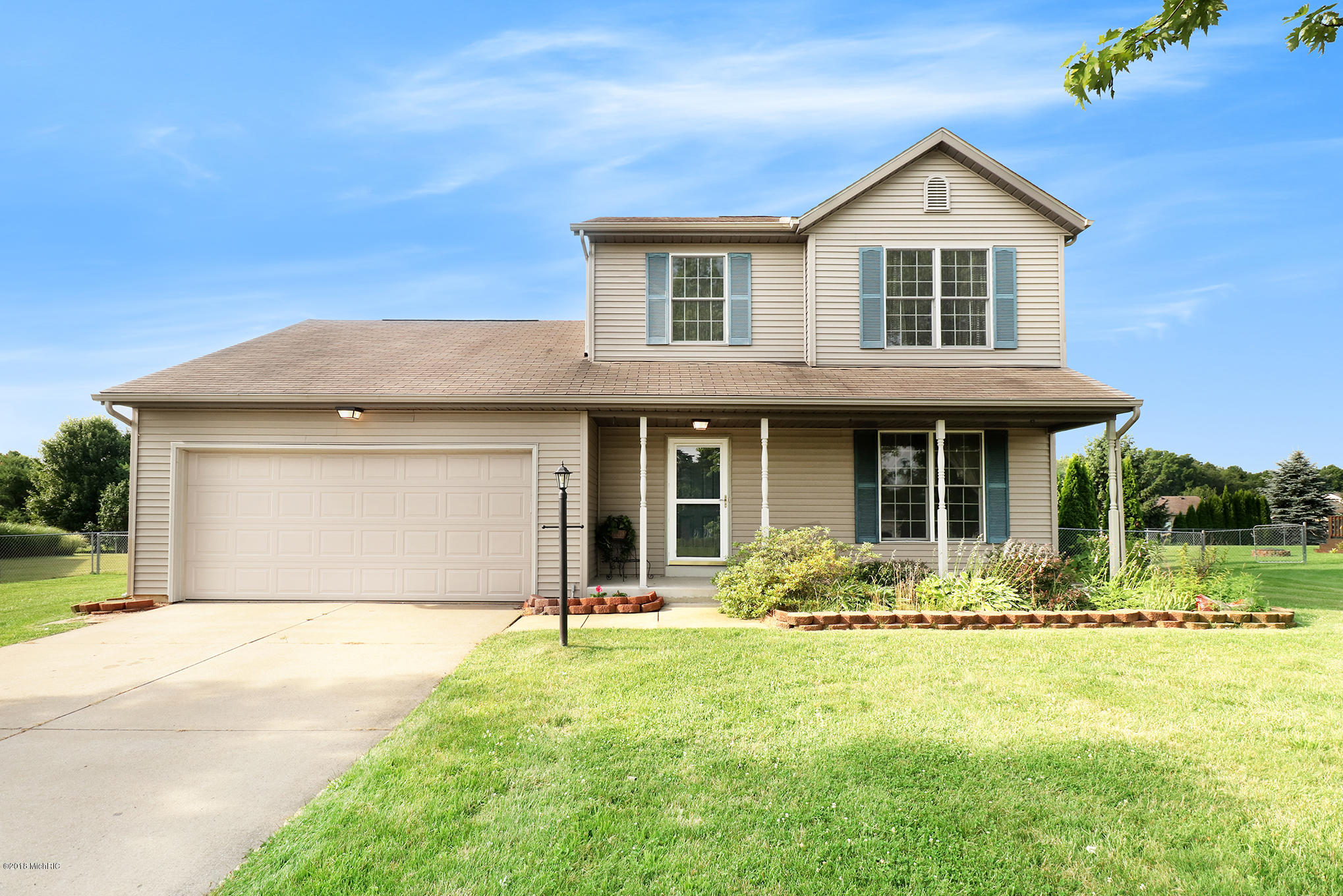 This Beautiful 4 Bedroom Homes Includes 2.5 Baths, Main Level Laundry And A  Partially Finished Basement. Enjoy A Large Master Bedroom With Vaulted  Ceilings.