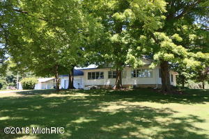 56846 Indian Lake Road, Dowagiac, MI 49047