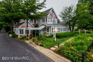 140 N North Shore Drive, South Haven, MI 49090