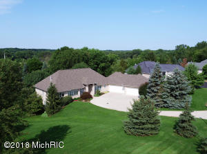 2322 Cascade Lakes Circle SE, Grand Rapids, MI 49546