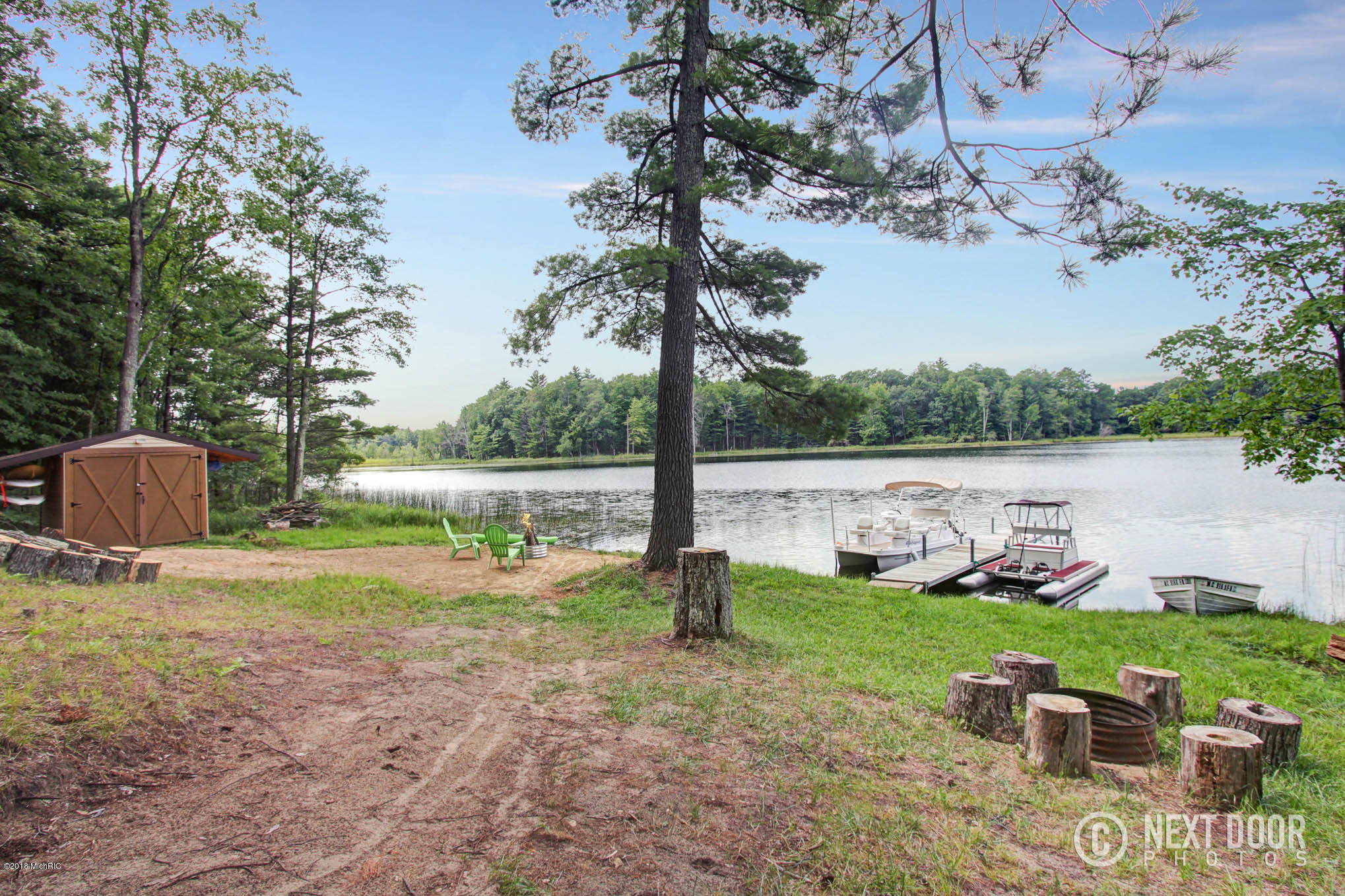 Easy access to waterfront - ATV trail