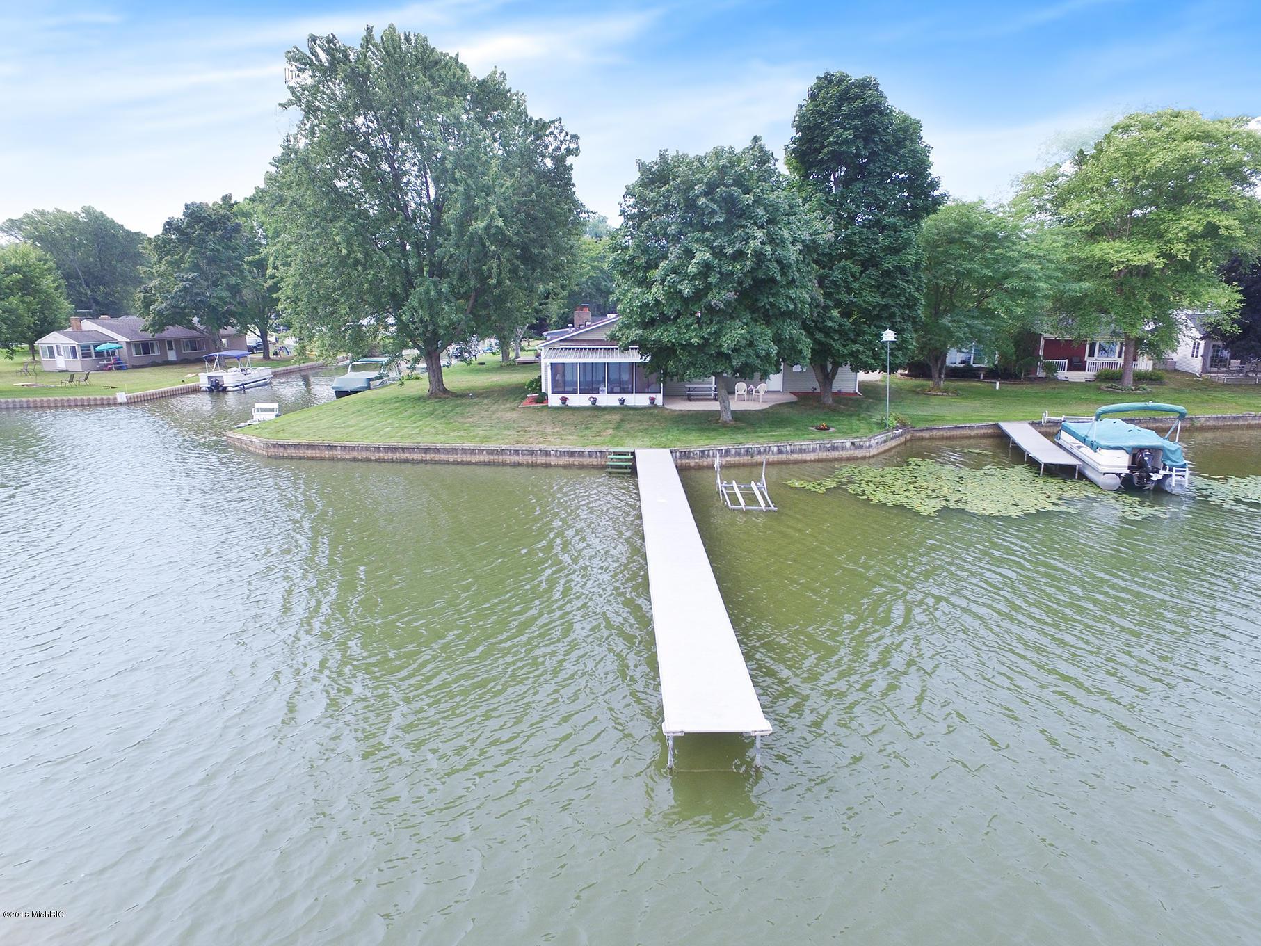 190' Hess Lake frontage