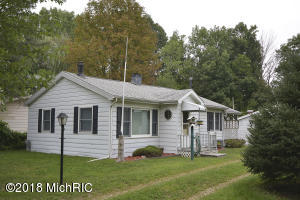46123 Lakeview Drive, Decatur, MI 49045