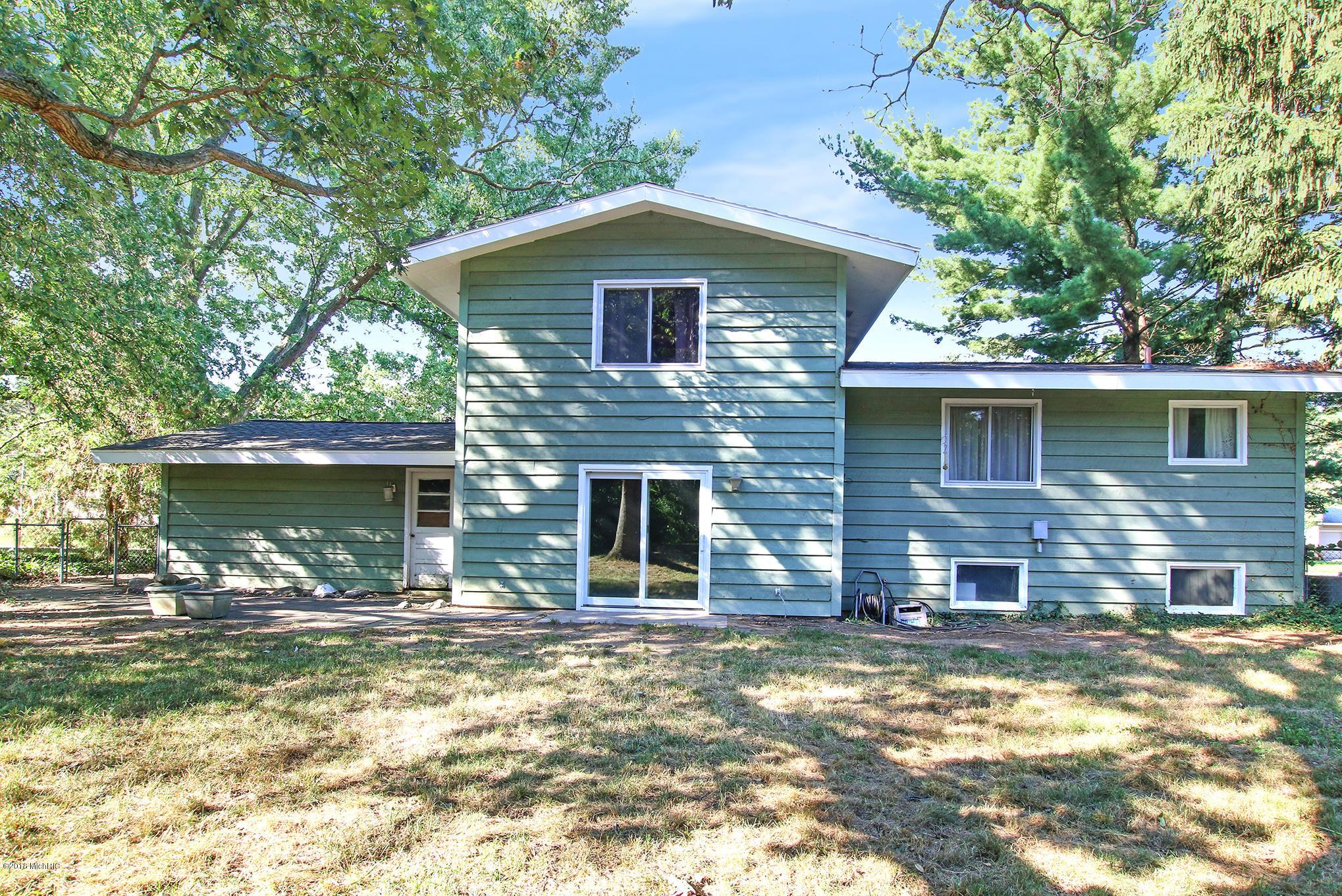 2483 Saratoga Drive NE, Grand Rapids, MI 49525