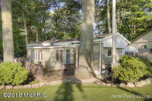 15193 Lincoln Lake Avenue NE, Gowen, MI 49326