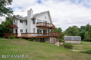 1680 S Locust Avenue, White Cloud, MI 49349