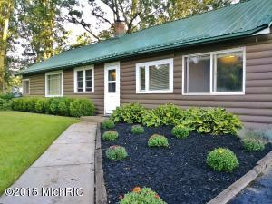 1561 E Wilcox Avenue, White Cloud, MI 49349